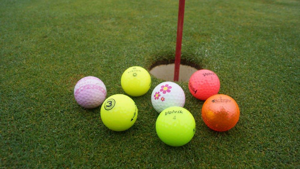 bunte golfbaelle - Bunte Golfbälle für den Winter