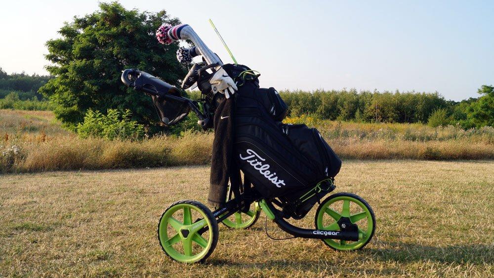 Cart-Bag im Golf-Trolley
