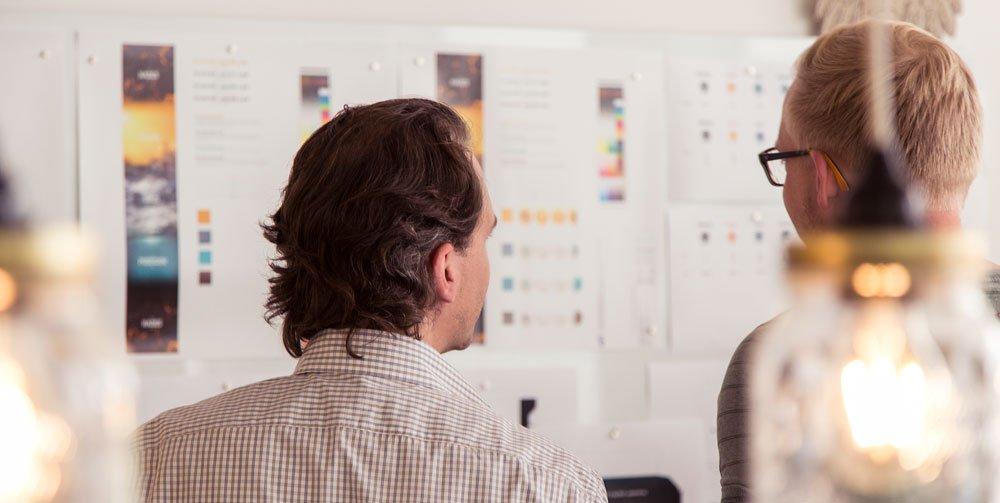 Alex diskutiert das Design-Konzept