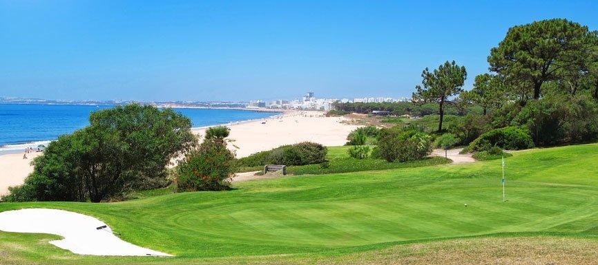 Golfplatz in Portugal © sergoua, depositphotos