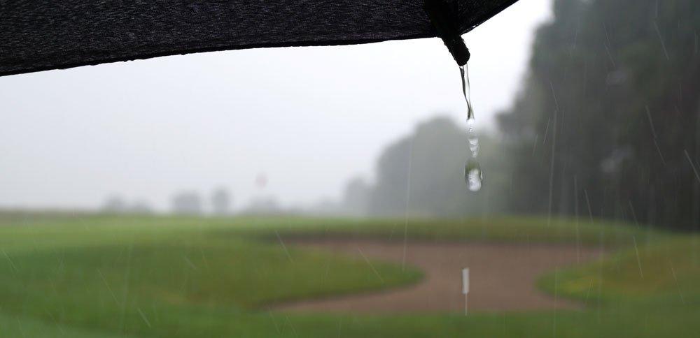 Auch beim Regen lässt es sich golfen