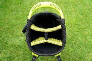 hyper lite zero divider 300x200 - Die leichtesten Golfbags mit Stand-Beinen