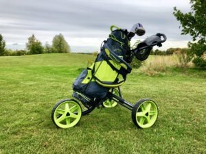 hyper lite zero trolley 300x225 - Die leichtesten Golfbags mit Stand-Beinen