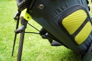 hyper lite zero verarbeitung 300x200 - Die leichtesten Golfbags mit Stand-Beinen