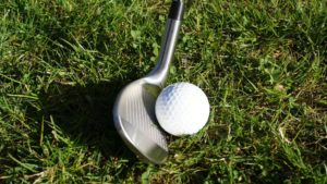 komperdell hs09 wedge am ball 300x169 - 10 Gap-Wedges im Test