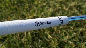 miura new wedge griff 300x169 - 10 Gap-Wedges im Test