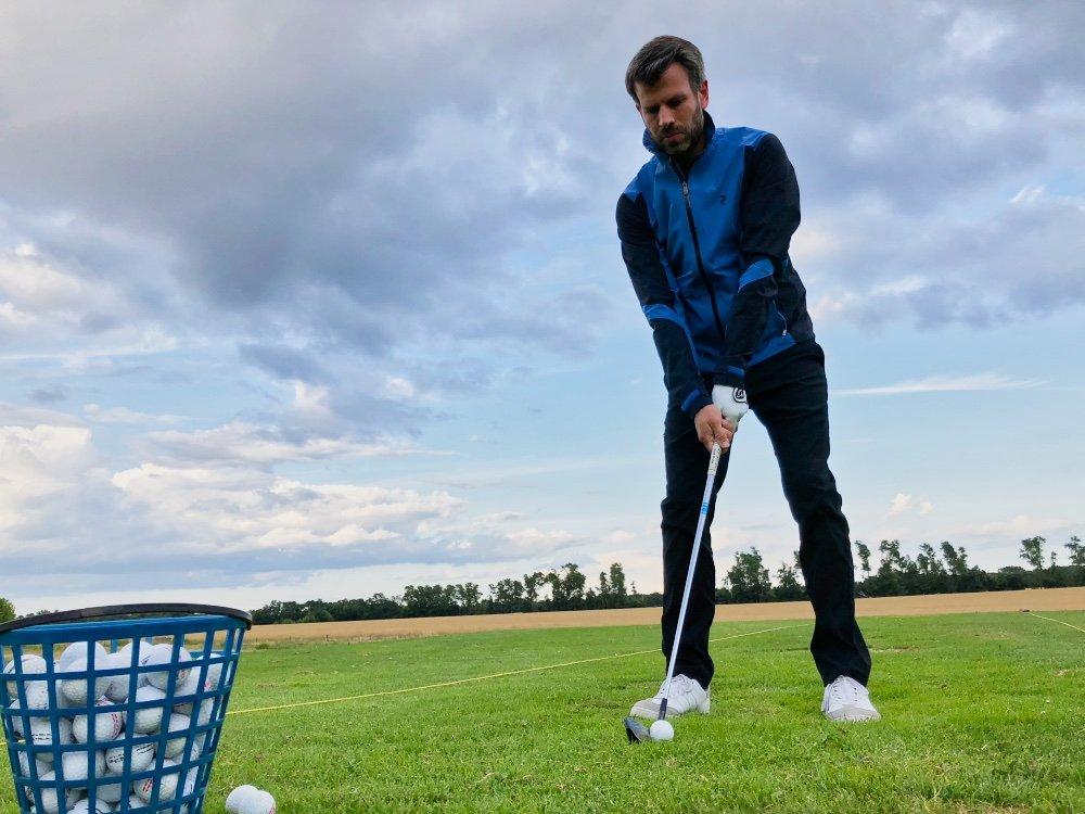 Angenehm zu tragen: Die Golfjacke von Peak Performance