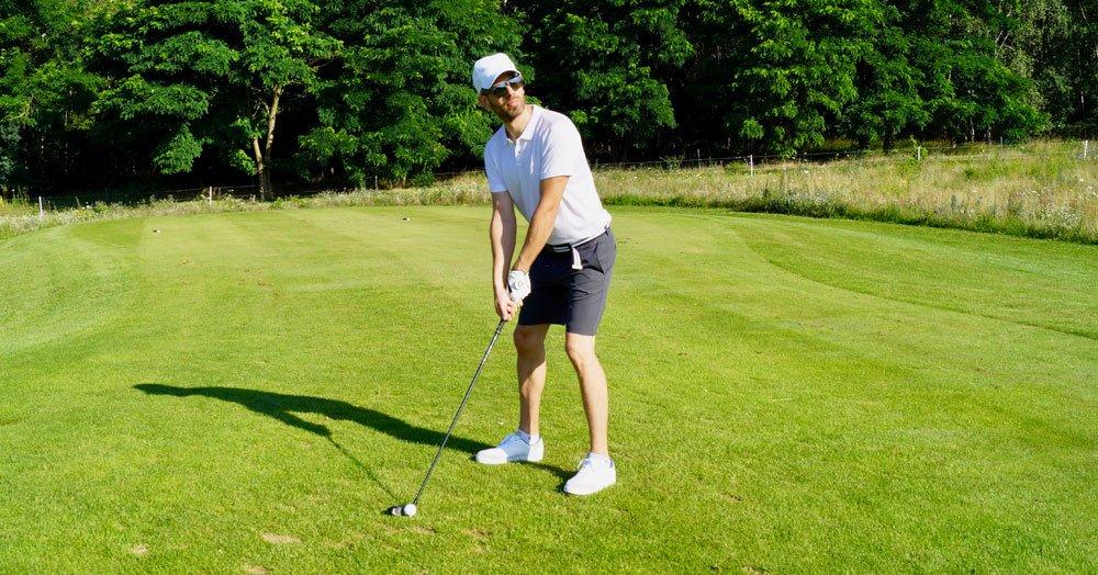 sommer outfit pre shot - Sportlich elegantes Golf-Outfit für den Sommer