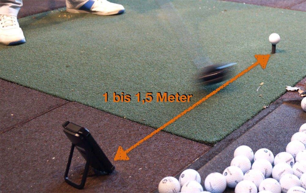 Position: 1 bis 1,5 Meter hinter dem Ball