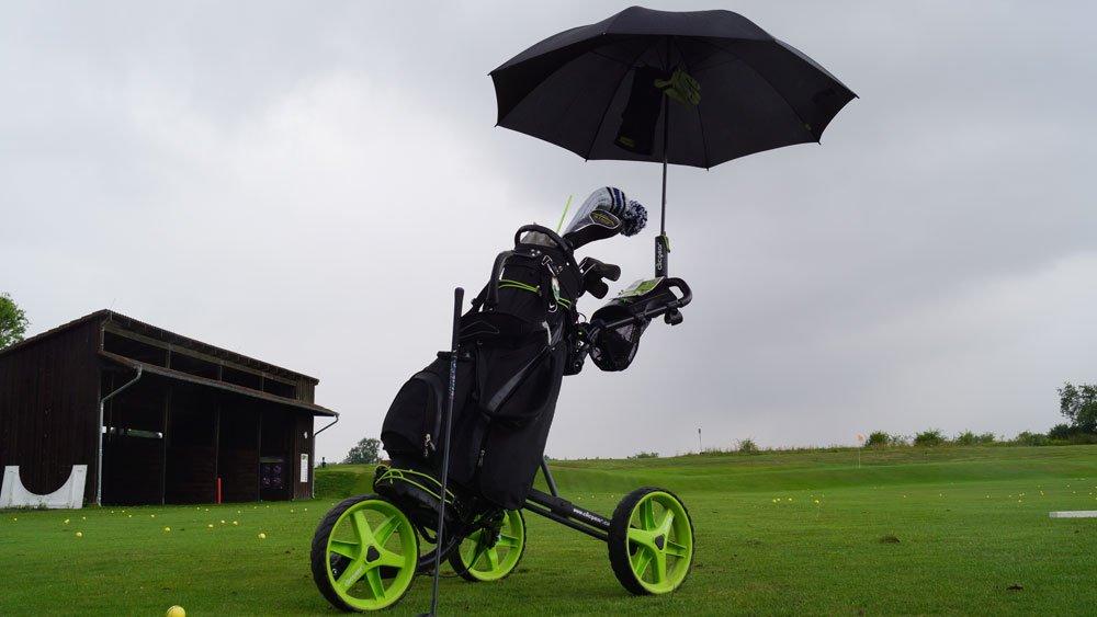 Trolley mit Regenschirm