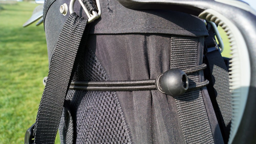 Das Bag lässt sich per Gummizug fixieren
