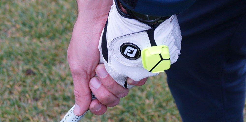 Der Sensor wird am Handschuh befestigt